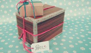 Pomysł na zapakowanie prezentu w pudełko po butach