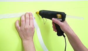 KROK VI - Przyklejanie rzepu do ściany