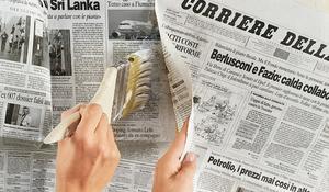 KROK IV - Podklejanie odstających fragmentów gazet